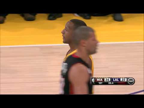 Duhon taps Battier after his free throw [Jan 17, 2013]