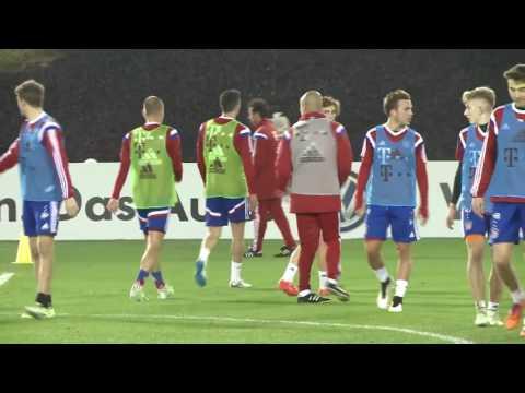 Pep Guardiola. Pasión en cada ejercicio de la sesión de entrenamiento del Bayern Munich.