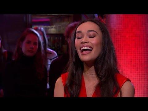 Romy Monteiro zingt een prachtige cover van Elvis - RTL LATE NIGHT