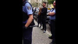 Berlin Polizei Misshandelt Passanten