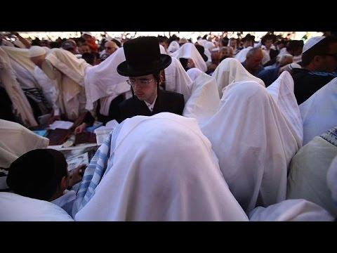 50,000 attend Jewish prayers at Jerusalem's Western Wall