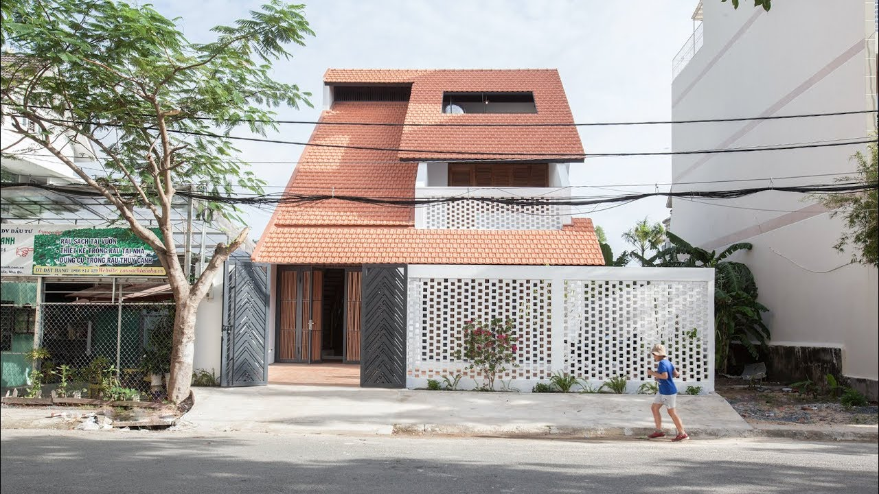 K59atelier S Tile Roof House Takes Cues From Traditional