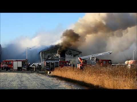 Bedrijfspand Winsum verwoest door brand (20-01-2019)