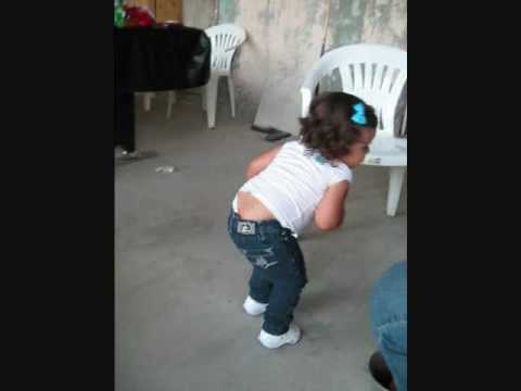 1 year old dances to Apple Bottom Jeans (Low) -Flo Rida- - YouTube