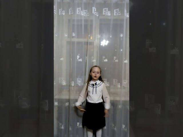 Изображение предпросмотра прочтения – ЕкатеринаБанева читает произведение «Пословицы» (Русский фольклор )