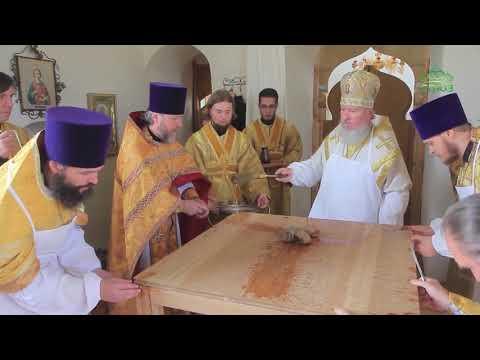 Глава Брянской митрополии совершил освящение 250-летнего Покровского сельского храма.
