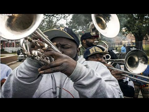 Street Performers Play Jazz  in New Orleans ( Jackson Square)
