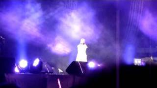 "Jay Chou (周杰倫) performs ""珊瑚海"" with Lara (梁心頤) in Nanjing (9/30/2010)"