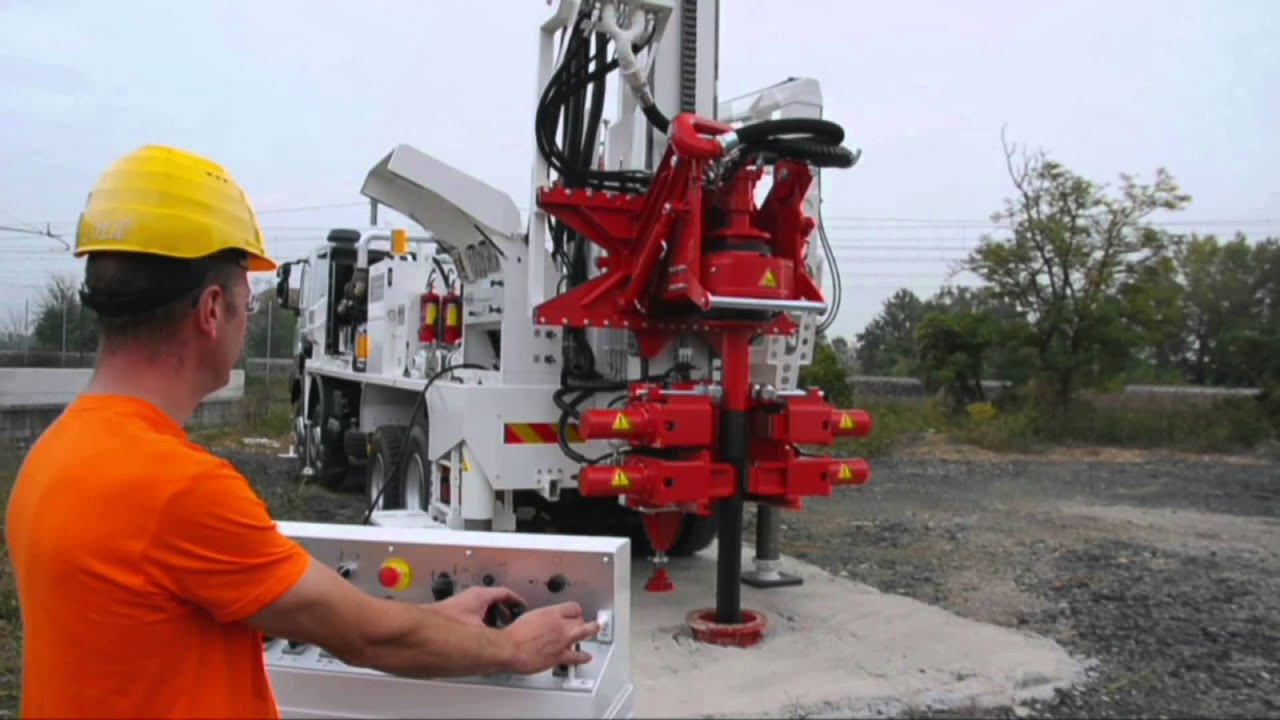 MI28 water wells drilling rig, 35 tons pull back and automatic drill pipes  loader