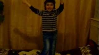 АЗИС ХОП-малышка танцуйет!