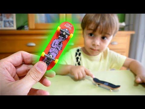 SKATE DE DEDO PROFISSIONAL!! Tech Deck Fingerboard - Unboxing e Manobras Ollie Flip Kickflip Tricks