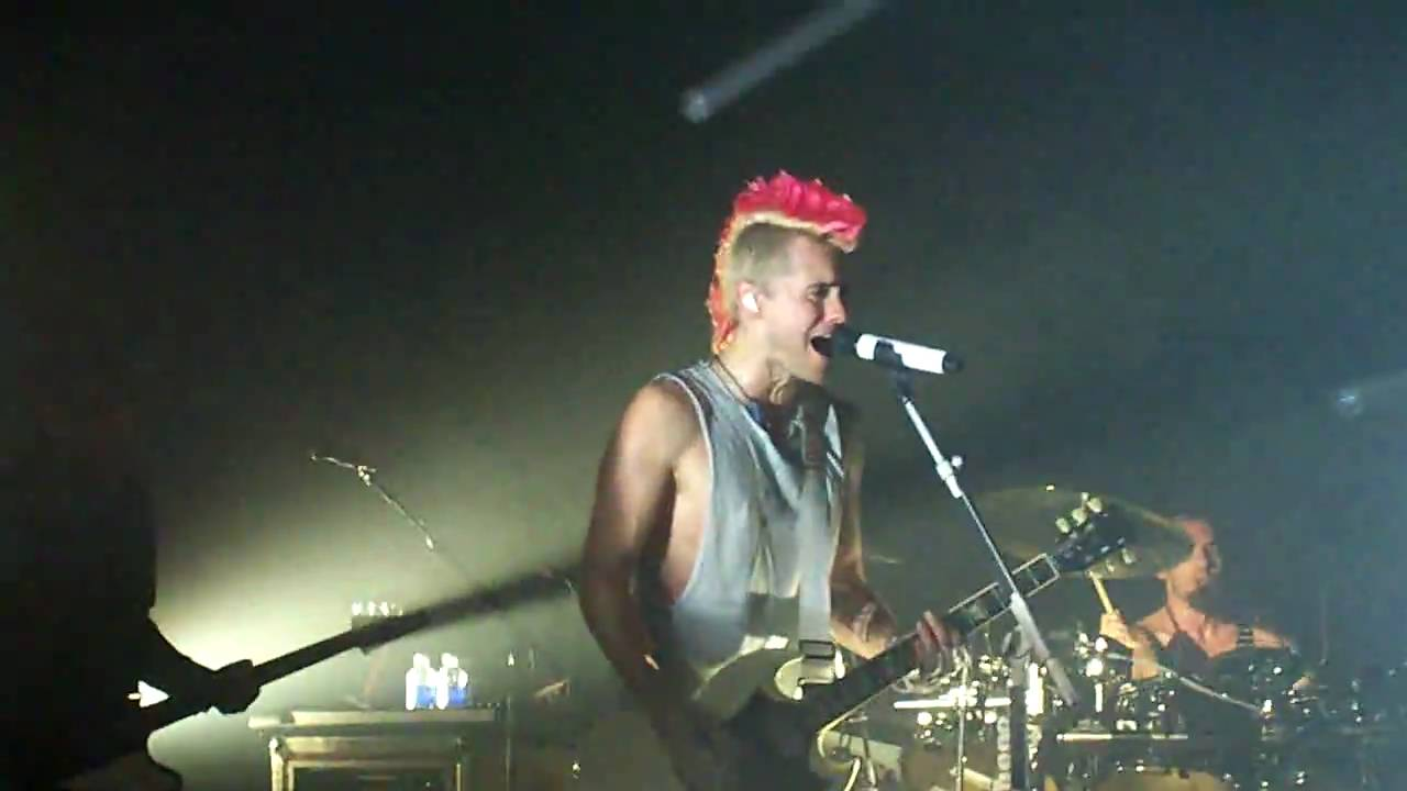 30 seconds to mars live-this is war-jared leto going crazy