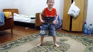 танец  6-летнего  мальчика