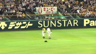 トラッキーの帽子を盗って逃げるレオ 2013年6月6日 阪神対西武 2x-1 阪...