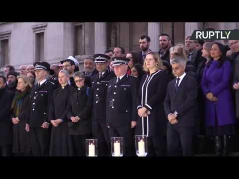 Une veillée à la bougie sur Trafalgar Square en hommage aux victimes de l'attaque (Direct du 24.03)