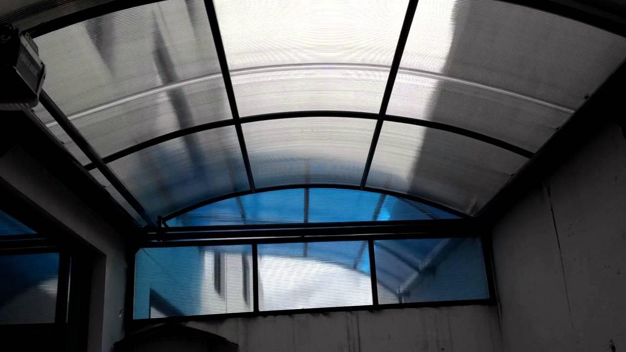 Techos corredizo con policarbonato curvo a control remoto for Techos de policarbonato para balcones