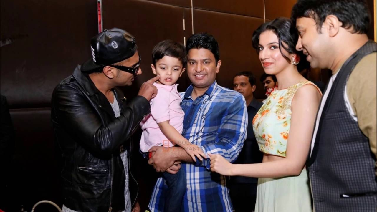 yo yo honey singh sing rap for his son and wife in concert latest
