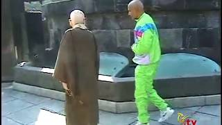 Sri Chinmoy at the Kamakura Buddha   Part 1