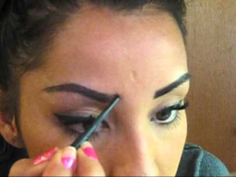 How I do my Eyebrows: Using the Mac Brow Pencil - YouTube