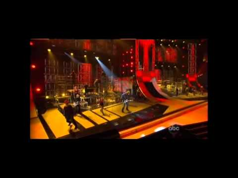 Blake Shelton & Kenny Loggins - Footloose @ CMA AWARDS 2011