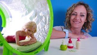 Spielspaß mit Barbie - Nicoles SPA Salon - Spielzeugvideo für Kinder