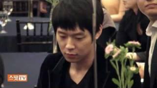ユファンのドラマの製作発表に応援に駆けつけたユチョン JYJ Yuchun ユ...