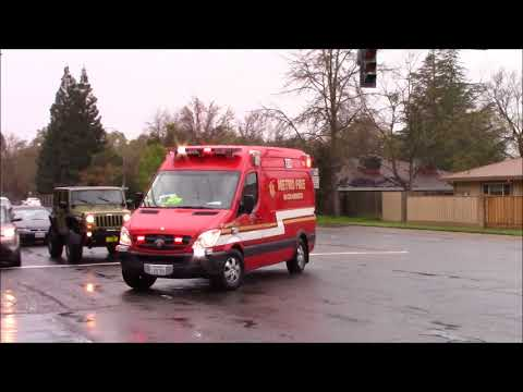 Lots Of Horn - Sacramento Metro Fire District Medic 106 Responding Code 3!