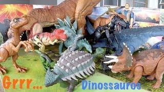 Confira os Brinquedos Dinossauros Jurassic World : Triceratops e Ve...