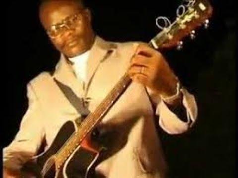 Fr Clement Kasongo chante beaucoup d´années dans la parole...la belle époque