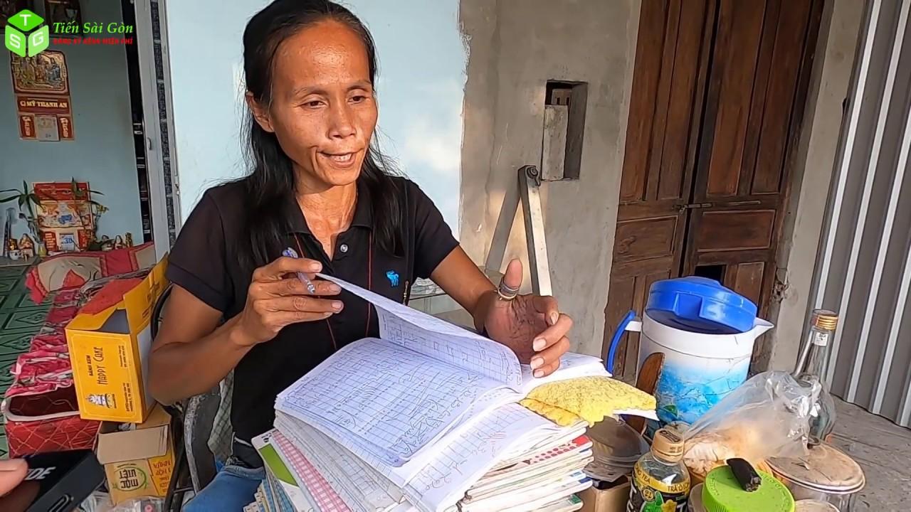 người phụ nữ dùng ngôn ngữ đặc biệt nói chuyện và nghiên cứu t.âm l.inh