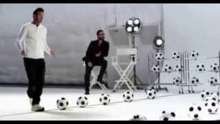Футболист Дэвид Бэкхэм сыграл мелодию мячом!