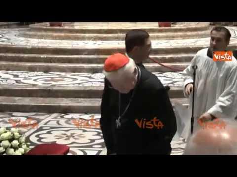 Il Cardinale Scola recita il Rosario alla Messa per Tettamanzi