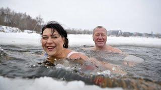 «Моржи» съехались в Карелию на чемпионат страны по зимнему плаванию