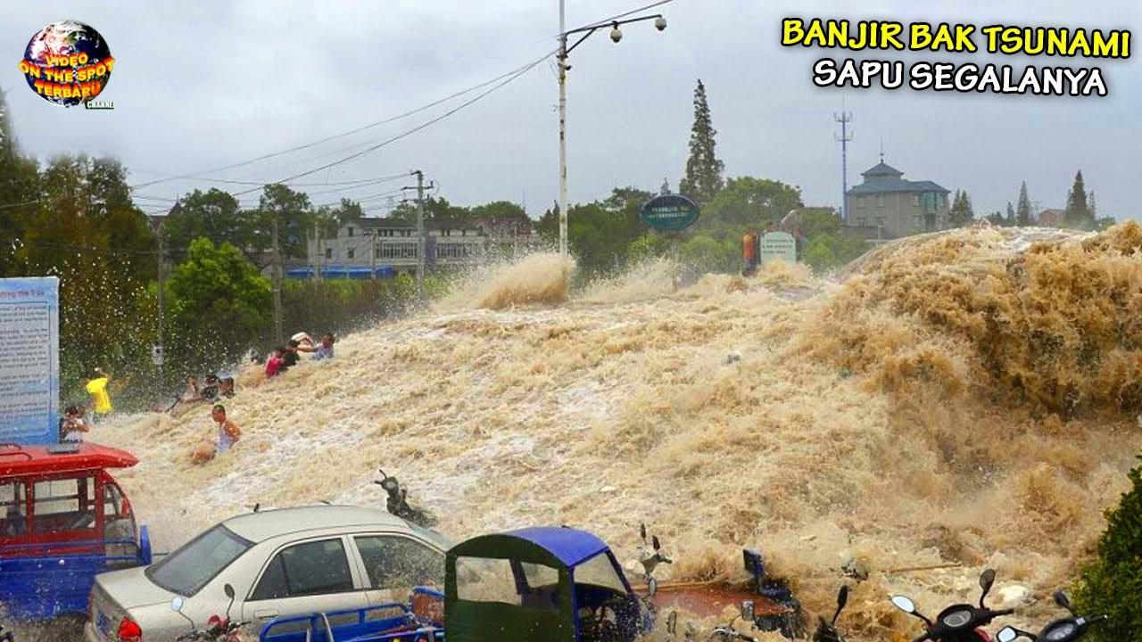 Banjir Bandang Menyeramkan Hanyutkan Warga & Pemukiman, Arusnya Bak T5un4mi // Banjir Dahsyat 2021