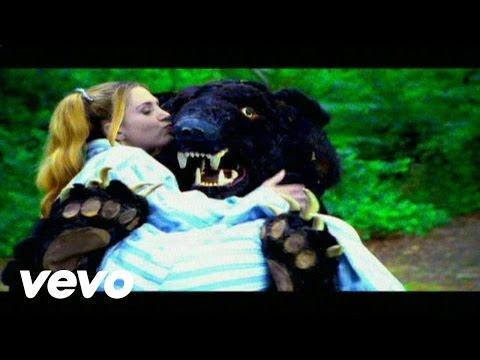 Клип Saint Etienne - Hug My Soul