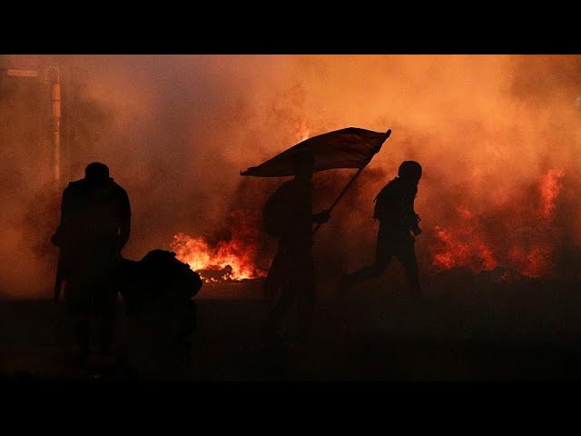 <span class='as_h2'><a href='https://webtv.eklogika.gr/varkeloni-sfodres-sygkroyseis-perissoteroi-apo-500-000-oi-diadilotes-2' target='_blank' title='Βαρκελώνη: Σφοδρές συγκρούσεις - Περισσότεροι από 500.000 οι διαδηλωτές…'>Βαρκελώνη: Σφοδρές συγκρούσεις - Περισσότεροι από 500.000 οι διαδηλωτές…</a></span>