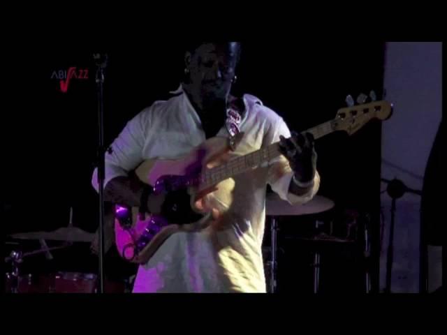 Aboubass slap bass solo A L' acoustic abidjan )