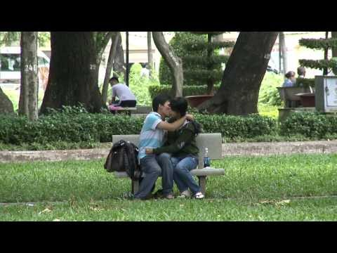 Nụ hôn thiệt ngọt ngất ngây mà =)) !