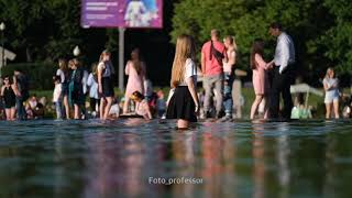 горячие Выпускницы в фонтане