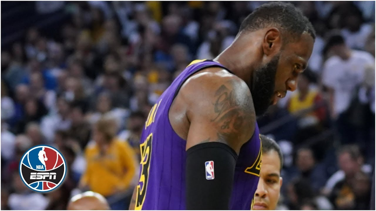 LeBron James leaves with groin injury as Lakers blow out Warriors on Christmas | NBA Highlights