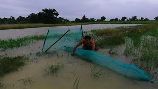 A Smart Man Fishing During Flood Amazing Make Fish Trap To Catch Many Fish When Flood tyriq 1256