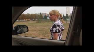 Девушку насильно затащили в машину - MrRussianHumor