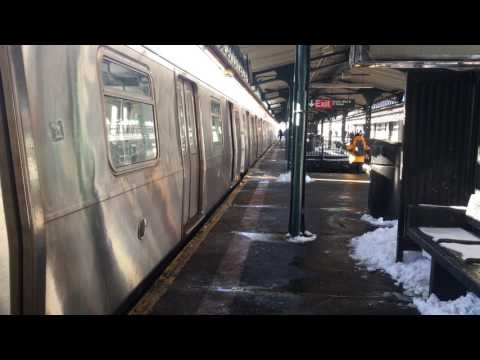 BMT Astoria Line: W Train @ Astoria Blvd