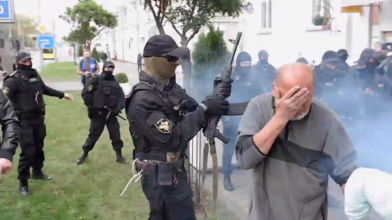 Побег из автозака. 50-й день протестов в Беларуси
