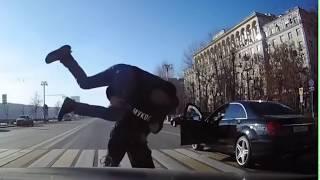 Фото Мгновенная Карма, Дедок избил нарушителя в 3D Онлайн камера Экшн