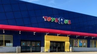 Toys 'R' Us prepares to close 900 stores in US