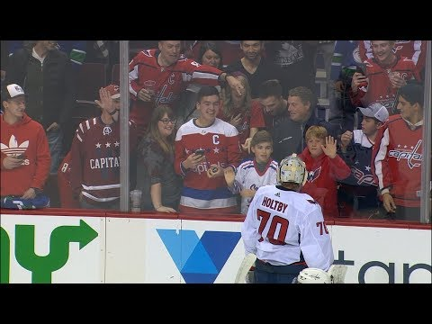 Holtby not amused as adult fan takes puck away from younger Capitals fan