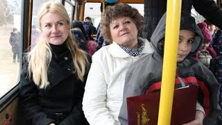Юлия Светличная передала автобус Колонтаевской школе