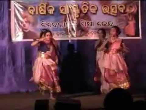 Annual function 2006 vsk dumuduma bhajan dance  kala gunia kala gunia karichhilo guni.mpg