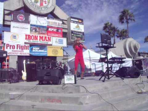 "MUSCLE BEACH VENICE - Karaoke Festival Labor Day 2013 - ""Cris"" Macarena"